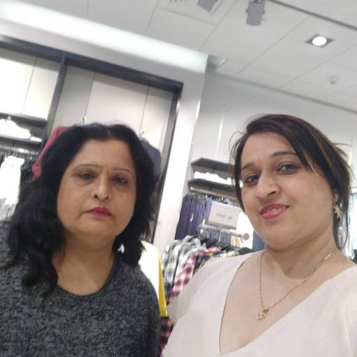 Neelu Choudhary at H & M , Kharar Road,  photos