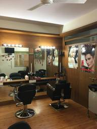 Store Images 2 of Opiuum Hair & Beauty
