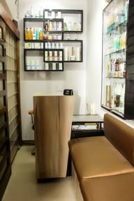 Store Images 1 of Anmol Salon