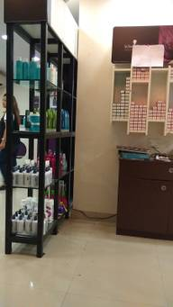Store Images 1 of Lakme